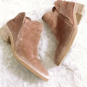 Dolce Vita Tay pale pink Velvet Booties, size 8